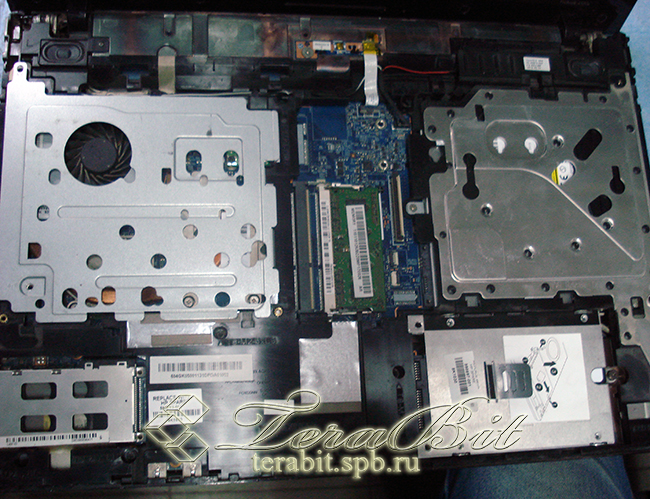 Снимаем оставшуюся часть корпуса ноутбука HP ProBook 4520s