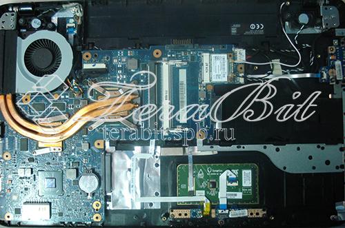 Извлечение материнской платы Toshiba C850