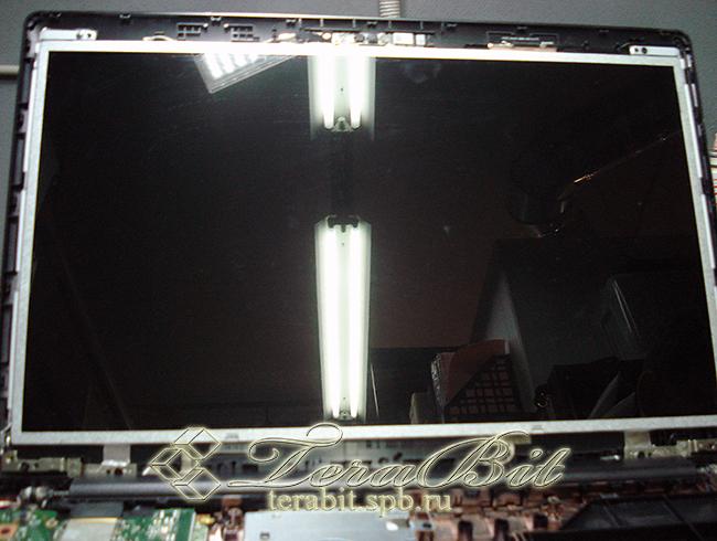 Устанавливаем матрицу для ноутбука Asus X553M на место